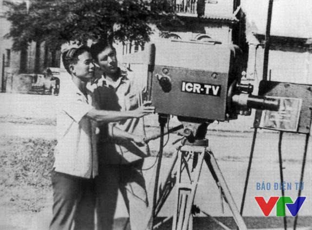 Thực tập sinh Truyền hình Việt Nam học sử dụng camera