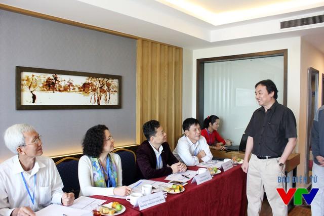 Chủ tịch LHTHTQ lần thứ 35 gặp mặt các giám khảo tại phòng chấm thi Chương trình Chuyên đề - Khoa giáo