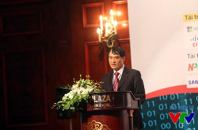 Ông Vũ Quốc Thành - Phó Chủ tịch kiêm Tổng thư ký Hiệp hội An toàn thông tin Việt Nam công bố chỉ số VNISA Index 2015