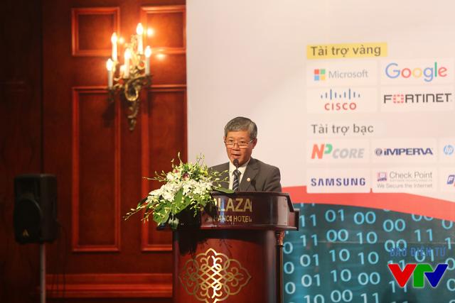 Thứ trưởng Bộ Thông tin và Truyền thông Nguyễn Thành Hưng phát biểu trong phiên khai mạc toàn thể của sự kiện Ngày An toàn thông tin Việt Nam 2015 tại Hà Nội