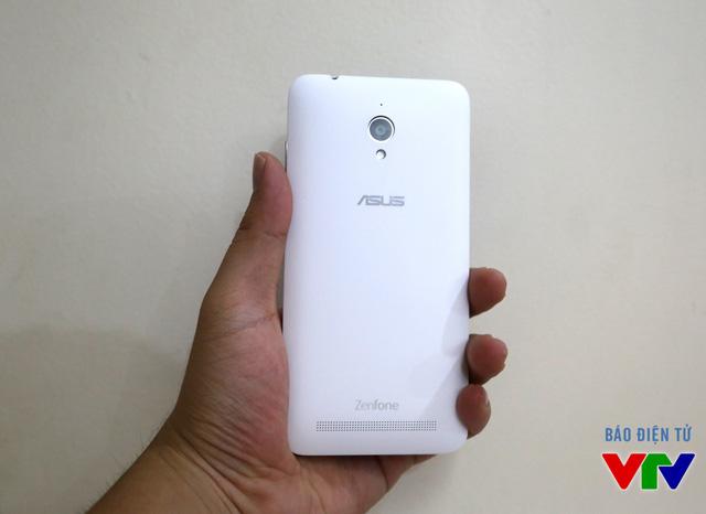 ZenFone Go vẫn mang thiết kế vỏ nhựa trẻ trung như các phiên bản ZenFone trước đây