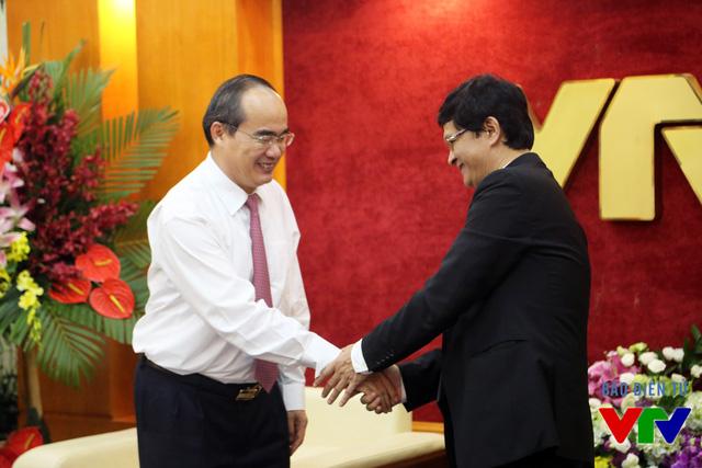 Tổng Giám đốc Trần Bình Minh bày tỏ sự cám ơn trước sự ghi nhận và những lời chia sẻ của Chủ tịch Nguyễn Thiện Nhân