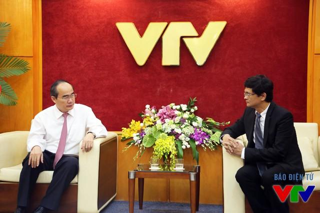 Chủ tịch Nguyễn Thiện Nhân đến thăm và chúc mừng Đài Truyền hình Việt Nam