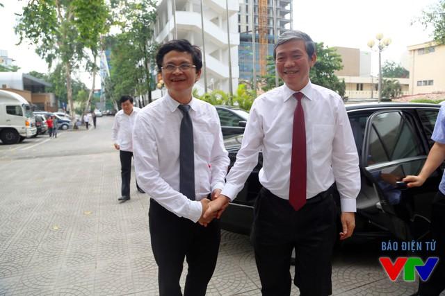 Tổng Giám đốc Trần Bình Minh đón tiếp Trưởng ban Tuyên giáo Trung ương Đinh Thế Huynh