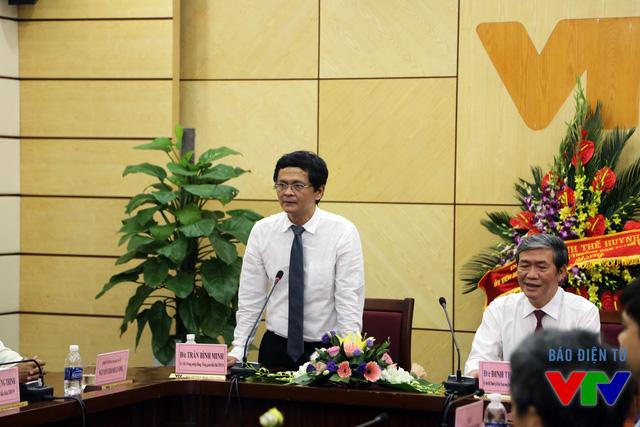 Tổng Giám đốc Trần Bình Minh cám ơn sự quan tâm của Trưởng ban Tuyên giáo Trung ương Đinh Thế Huynh dành cho Đài Truyền hình Việt Nam
