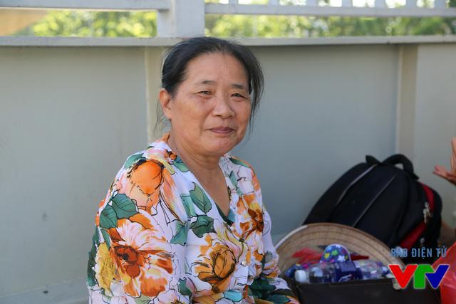 Bác Chiêm (Hoàng Mai) rất lo lắng cho con mình hoàn thành môn thi đầu tiên