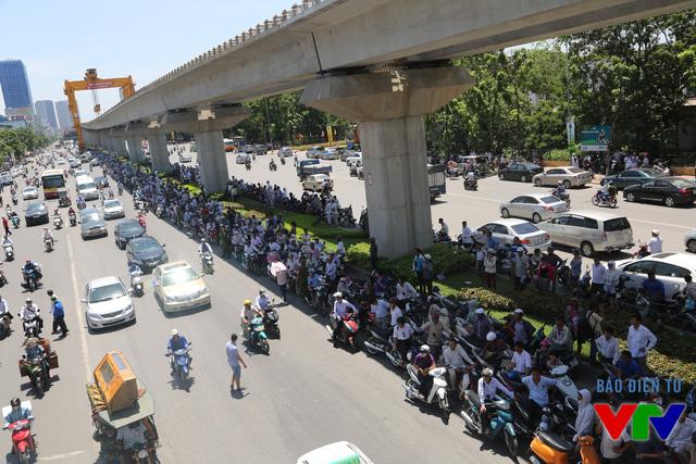 Tình trạng ùn tắc giao thông đã được cải thiện dần sau khi kết thúc 3 môn thi bắt buộc