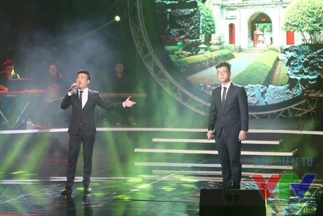 Đinh Mạnh Ninh và Vũ Thắng Lợi thể hiện liên khúc Những ánh sao đêm - Hà Nội niềm tin và hy vọng