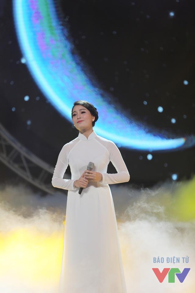 Nữ ca sĩ Huyền Trang