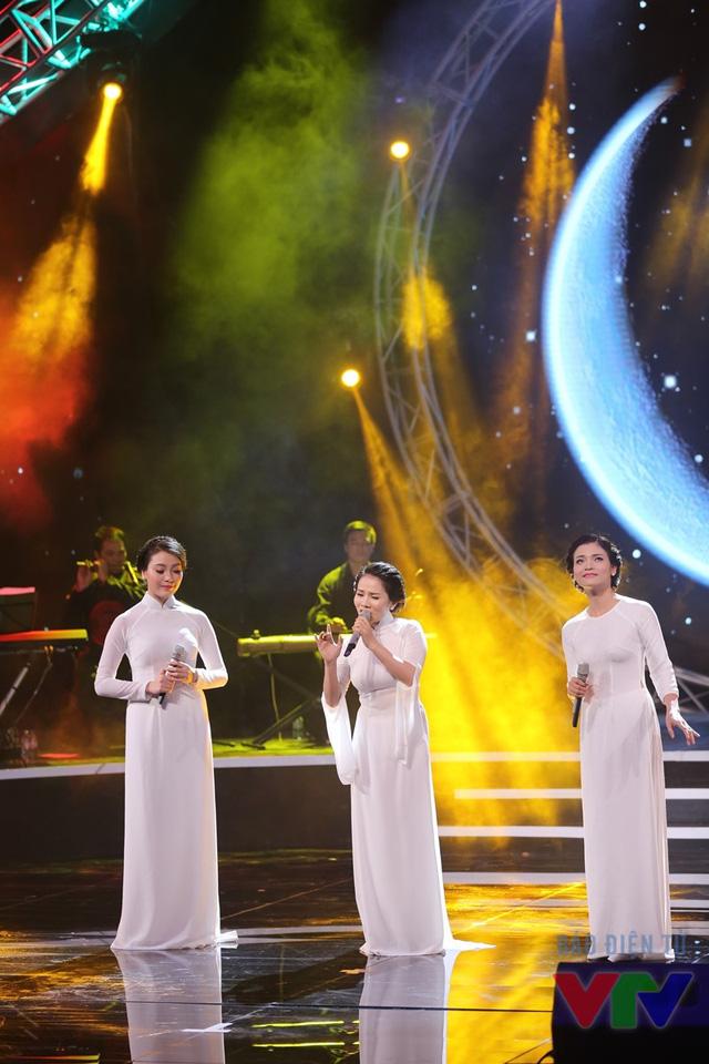 Tam ca Huyền Trang - Thành Lê - Phương Thảo (từ trái sang)