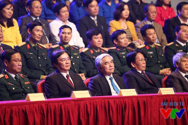 Bộ trưởng Bộ Khoa học và Công nghệ Nguyễn Quân và Phó Tổng Giám đốc Đài THVN Phạm Việt Tiến tham dự chương trình