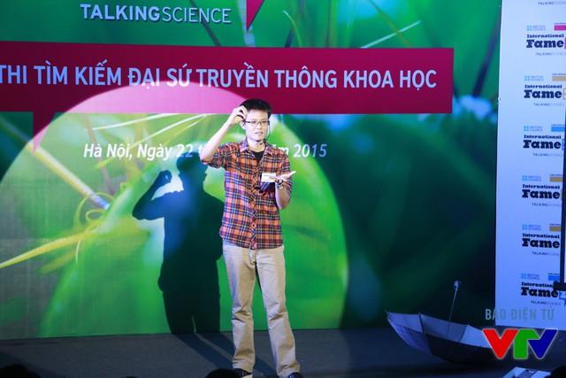 Vũ Danh Việt (Đại học Công nghệ) với chủ đề Vì sao mưa lại có mùi?