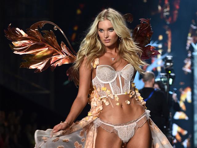 Người đẹp tóc vàng Elsa Hosk đến từ Thụy Điển và từng làm việc cho các thương hiệu nổi tiếng như Dior, Dolce & Gabbana và H&M. Elsa từng sải bước trong nhiều show diễn của Victorias Secret nhưng đây là năm đầu tiên cô khoác lên mình đôi cánh thiên thần.
