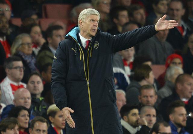 HLV Wenger sẽ đổi ý sau 3 lần bị PSG chèo kéo?