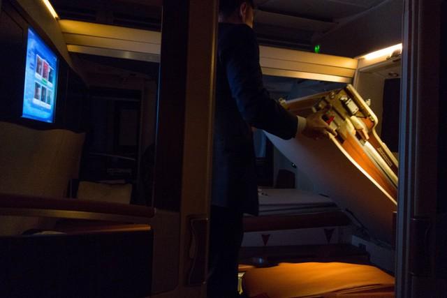 Tiếp viên hàng không sẽ có mặt và chuẩn bị giường khi hành khách muốn đi ngủ