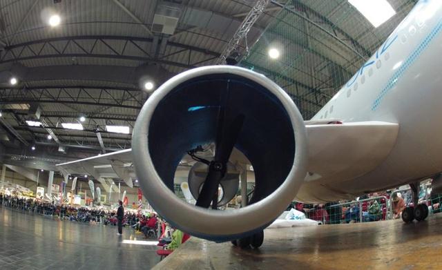 Động cơ chính của mô hình máy bay 310
