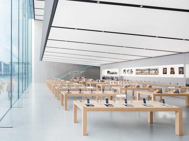 Cửa hàng mới của Apple bày các sản phẩm trên bàn để người dùng dễ dàng trải nghiệm