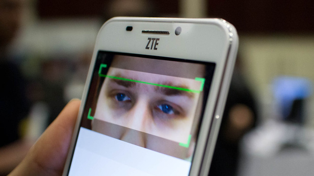 Tính năng quét võng mạc giúp tăng độ bảo mật khi sử dụng smartphone