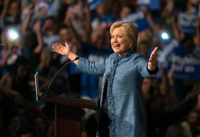 Bà Hillary Clinton tiếp tục chiếm ưu thế trước đối thủ Bernie Sanders (Ảnh: Miamiherald)