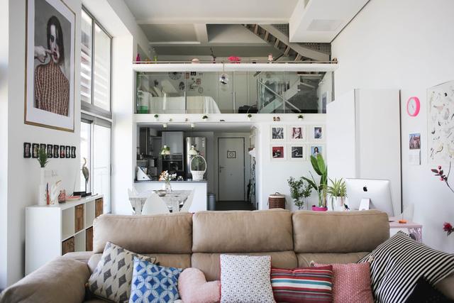 Căn hộ của Sonia Sabnani - một nhà thiết kế thời trang trẻ ở Tây Ban Nha - có không gian thoáng đãng với gam màu trắng.