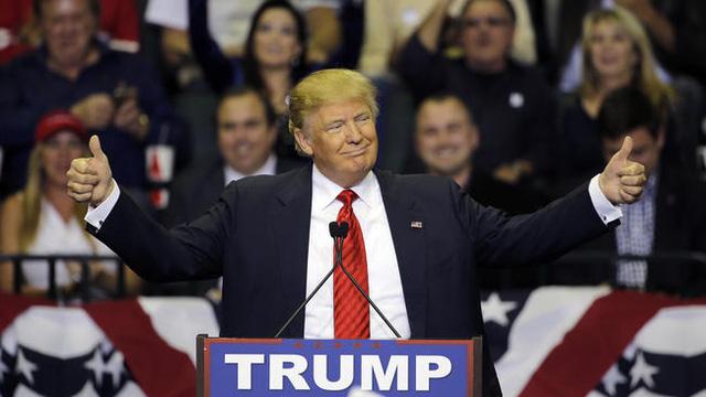 Hàng loạt các ý kiến ủng hộ ông Donald Trump đã được đưa ra sau vụ xả súng tại Orlando (Ảnh: Chris OMeara / AP)