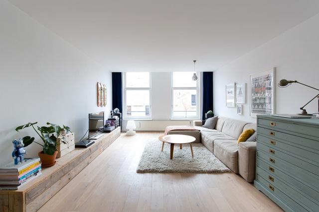 Căn hộ của cặp đôi ở Rotterdam (Hà Lan) mang phong cách tối giản với không gian mở thoáng đãng.