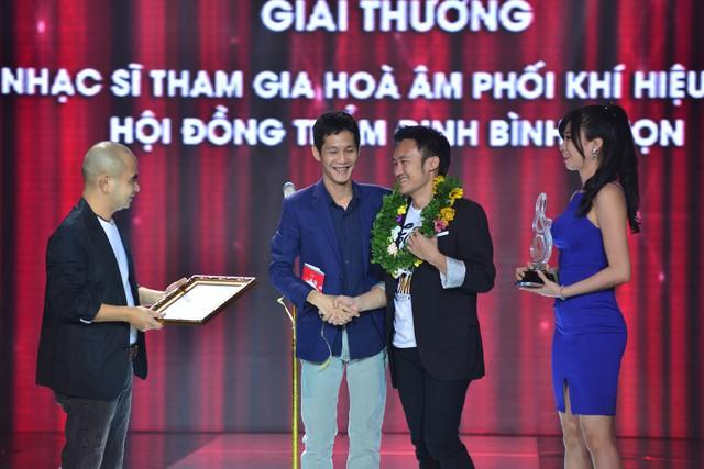 Giải Hòa âm phối khí hiệu quả được trao cho Sơn Hải. Anh ghi nhiều dấu ấn trong năm 2015 với hai tác phẩm nổi tiếng là Phai và Tôi, cầu vồng và những ánh trăng.
