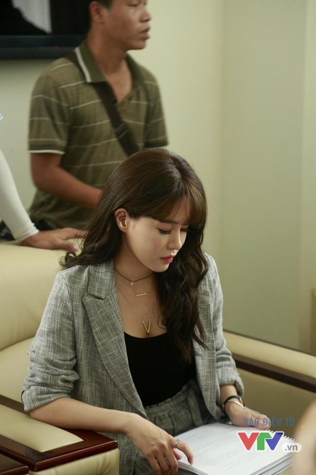 Jung Hae Na sinh năm 1991 và được đánh giá là một trong những nữ diễn viên trẻ triển vọng của làng điện ảnh Hàn Quốc. Trước khi tham gia Tuổi thanh xuân 2, cô từng góp mặt trong một số bộ phim như The Womens Room, Golden Cross, Cheer Up...