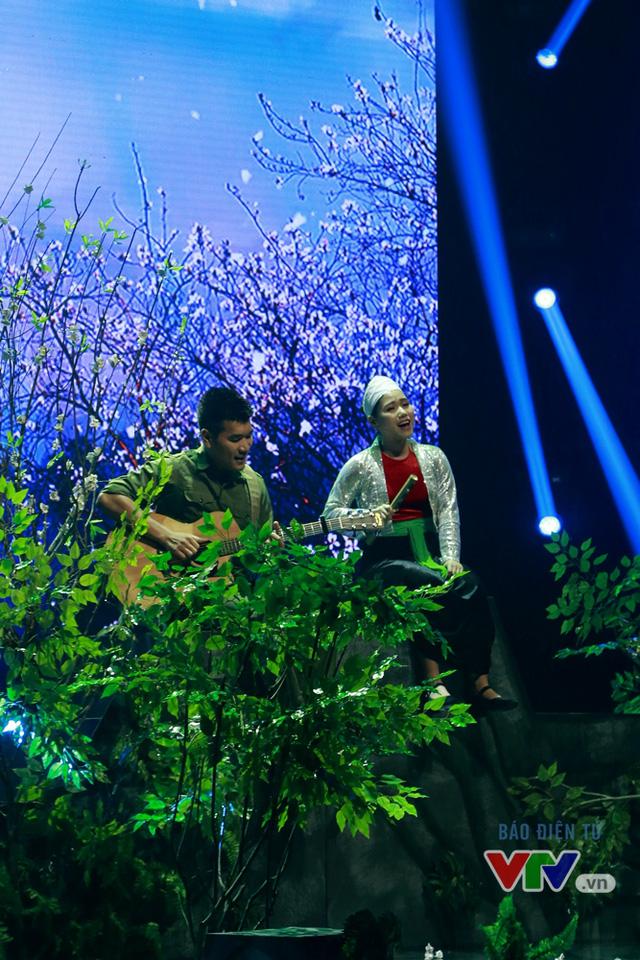 Tạ Quang Thắng và Thùy Chi song ca Tình ca Tây Bắc (Ảnh: Thùy Hương)