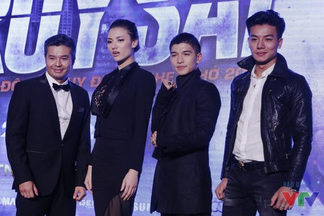 Lamou Vissay, Hồng Quế, Cường Seven và Hiếu Nguyễn tạo dáng.