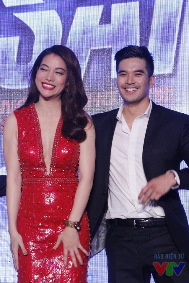 Bộ đôi Trương Ngọc Ánh - Thiên Nguyễn tươi hết cỡ trong buổi họp báo ra mắt phim. Trong phim, Thiên Nguyễn thủ vai cánh tay phải đắc lực của Lộc Sói.