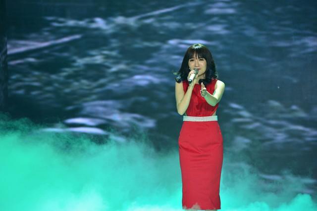 Nhật Thủy một lần nữa trình diễn Bài hát của năm - Về với đông - trên sân khấu Bài hát Việt.
