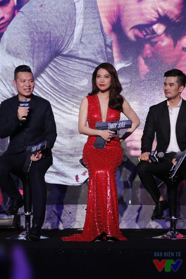 Trong suốt buổi họp báo ra mắt bộ phim Truy sát, Trương Ngọc Ánh luôn vui vẻ, cởi mở chia sẻ những kỷ niệm của cô với báo giới.