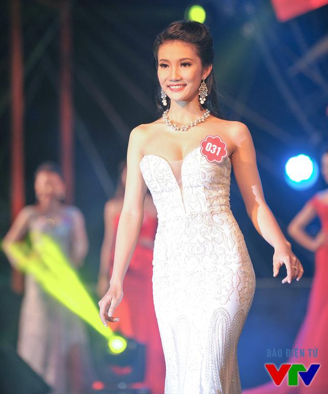 Nguyễn Khả Như Hà sinh năm 1995, đến từ Hậu Giang