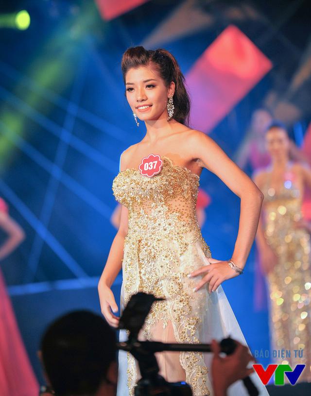 Nguyễn Cẩm Nhung sinh năm 1997, đến từ Hà Nội
