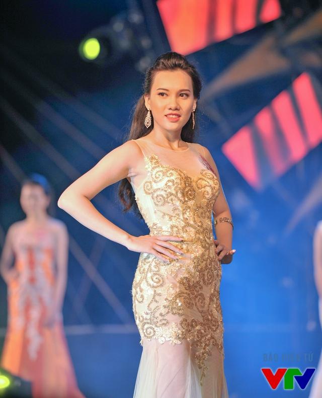Lâm Hồng Tú sinh năm 1996, đến từ Kiên Giang