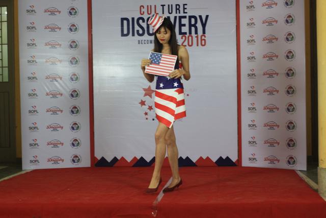 Tiết mục thời trang của nhóm American Dreams