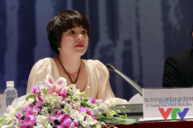 Nhà báo Diễm Quỳnh trong buổi họp báo ra mắt chương trình phiên bản mới.