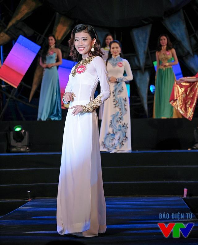 Nguyễn Hồng Hân sinh năm 1997, đến từ TP.HCM