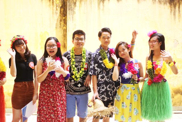 Phần thi trình diễn thời trang với chủ đề Hawaii