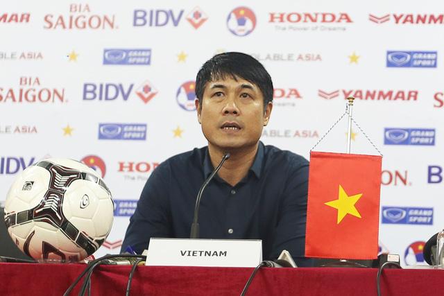 HLV Hữu Thắng bày tỏ sự hồi hộp nhưng tràn đầy quyết tâm trong trận đầu dẫn dắt ĐT Việt Nam (Ảnh: Tạ Hiển/VTV News)