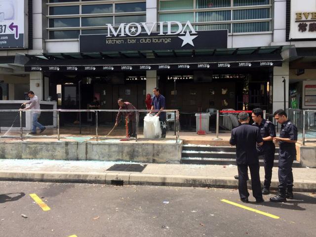 Trong 9 nghi can bị bắt giữ có 2 đối tượng bị tình nghi thực hiện vụ tấn công bằng lựu đạn, nhằm vào một hộp đêm ở ngoại ô thủ đô Kuala Lumpur hồi tháng 6