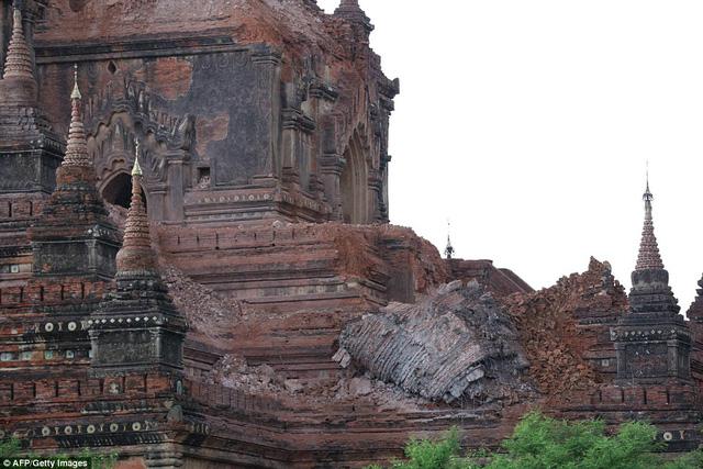 Theo thống kê đã có ít nhất 187 ngôi chùa cổ tại cố đô Bagan bị phá hủy nghiêm trọng (Ảnh: AFP/Getty Image)
