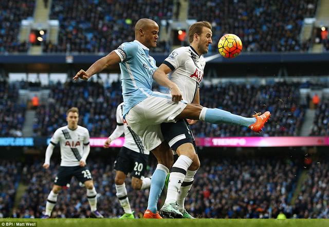 Kompany trở lại nhưng không thể giúp Man City đánh bại Tottenham