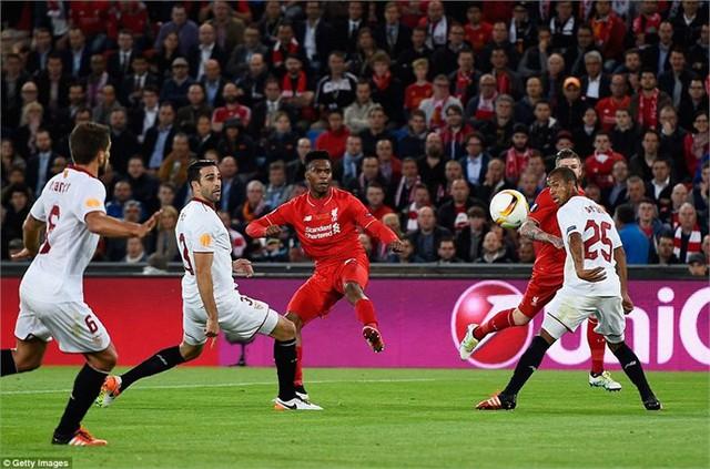 Bàn thắng tuyệt đẹp của Sturridge giúp Liverpool dẫn trước 1-0