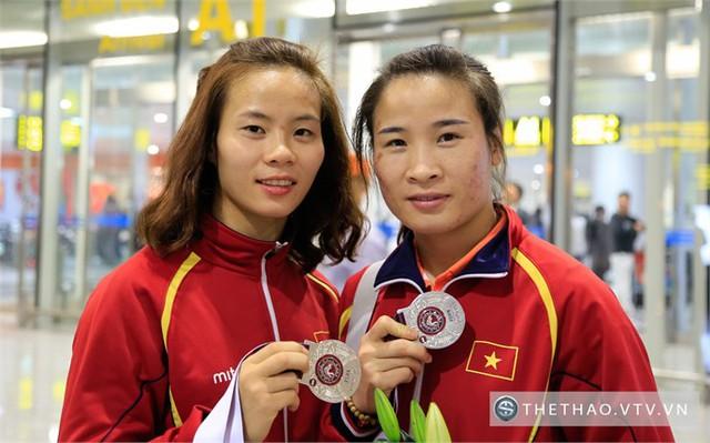 Vũ Thị Hằng (trái) và Nguyễn Thị Lụa (phải) đều đạt thành tích ấn tượng và giành vé tham dự Olympic Rio 2016