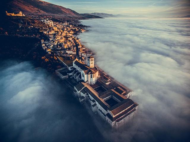 Giải Nhất chủ đề Du lịch: Vương cung thánh đường Thánh Francis thành Assisi, Umbria, Italy.