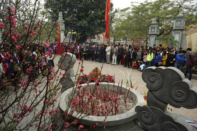 Lễ Khai Bút xuân được tổ chức hàng năm vào ngày mùng 5 Tết tại đình thờ Chu Văn An (1292–1370) thuộc xã Thanh Liệt, huyện Thanh Trì – Hà Nội, đây chính là nơi ông sinh ra.
