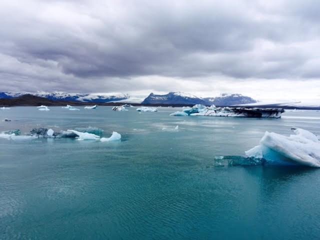 Nằm gần Bắc Cực nên quanh năm Iceland bị bao phủ bởi băng tuyết