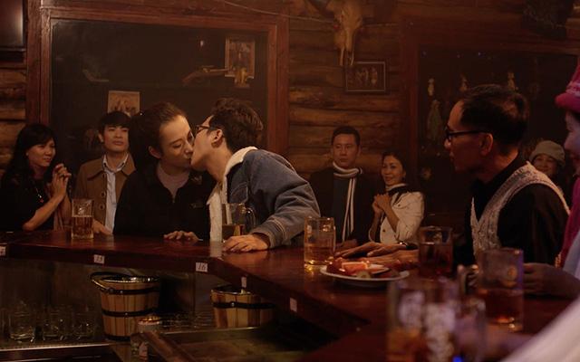 """Cảnh hôn lãng mạn giữa Angela Phương Trinh và Trường Giang trong phim Taxi, em tên gì?"""""""